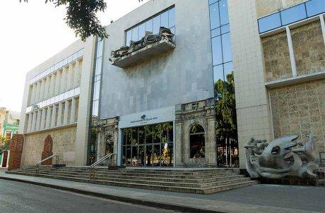 Frente de la Sede de Arte Cubano