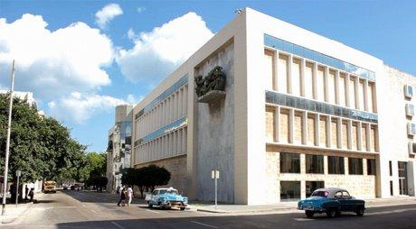 Vista lateral de la Sede de Arte Cubano