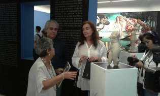 De izquierda a derecha Dra. María Castro, cocuradora de la exposición, Jorge Ferrnández, director del Museo Nacional de Bellas Artes y la Embajadora de Grecia en Cuba, Excma. Sra. Stella Bezirtzoglu
